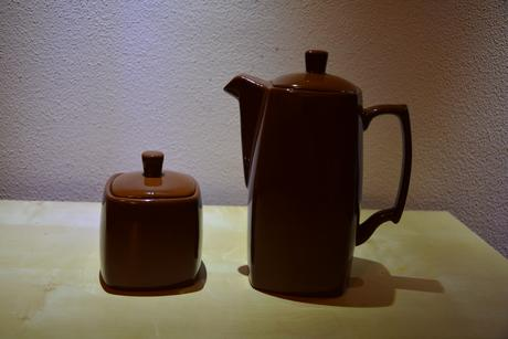 Čajník a cukornička,
