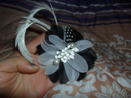 bielo-sivy kvet,