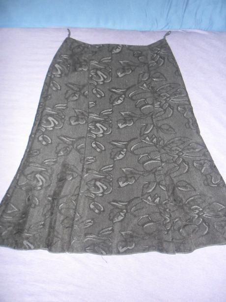 čierna sukňa, 38