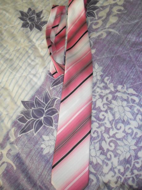 ruzova kravata,