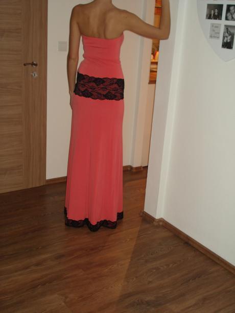 Nenosené spoločenské šaty, 36