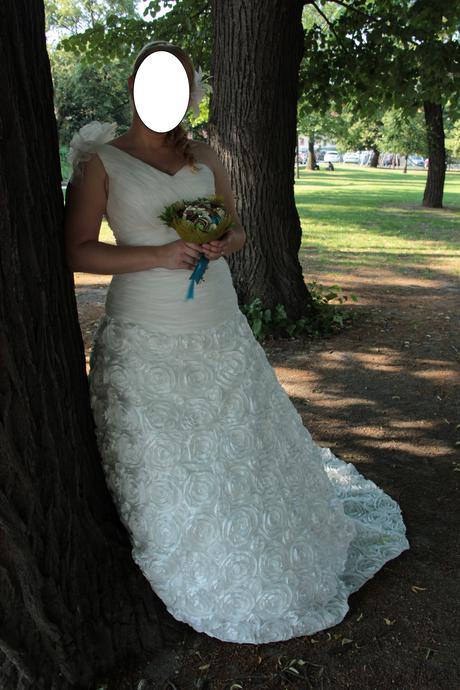 Netradičné svadobné šaty so srdiečkovým výstrihom, 39