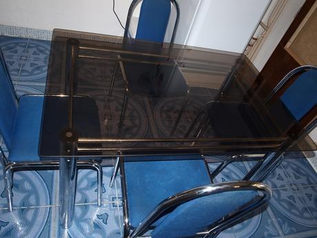 Stôl + 4 stoličky,