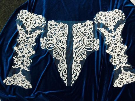 Aplikácia na svadobné alebo spoločenské šaty ,