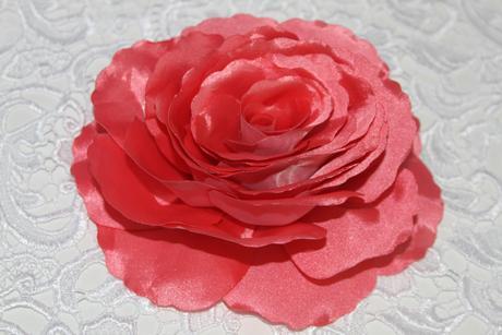 Kvet z organzy,