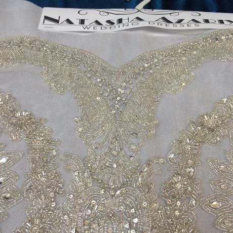 Štrasová aplikácia na svadobné šaty,