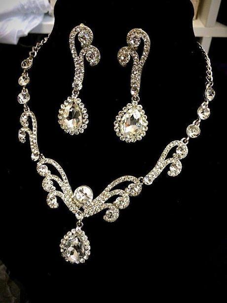 Štrasová sada náhrdelník s náušnicami,