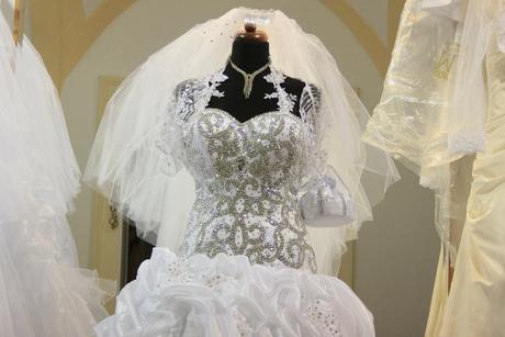 svadobné šaty ihneď k odberu. , 38