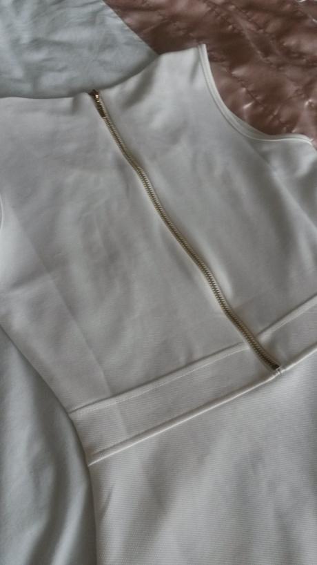 Letné biele šaty, 36