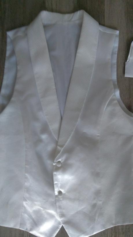 Vesta a kravata, 42