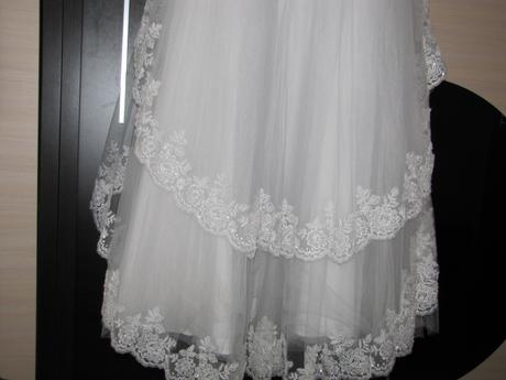 Svadobne šaty s čipkou, 42