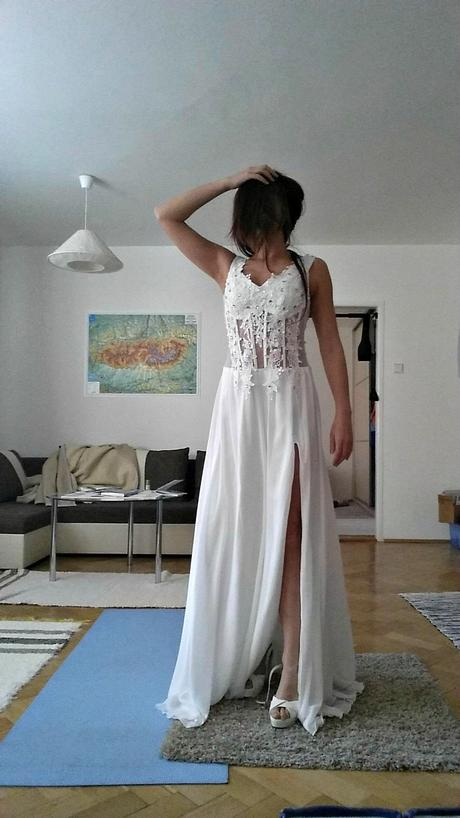 Svadobné, plesové alebo popolnočné biele dlhé šaty, 38
