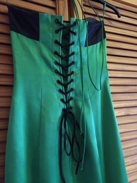 dlouhé společenské saténové šaty zelené, 34