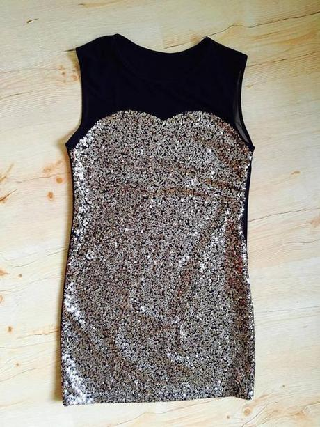 Hnědé šaty s flitry, 34