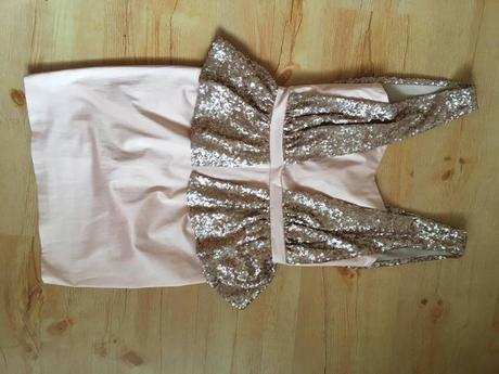 Šaty s flitry, 34