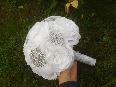 Svatební brožová kytice,