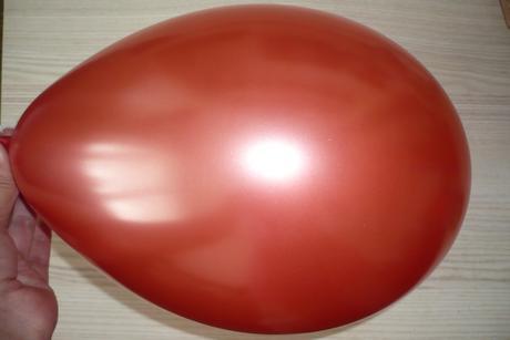 balónek višňový nafukovací,