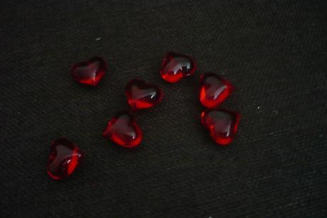 dekorační srdíčka z akrylu červená 2 cm,