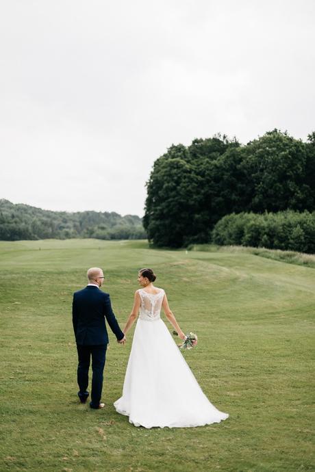 Svatební šaty s efektními zády, 36