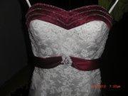bílo-bordó svatební šaty, 36