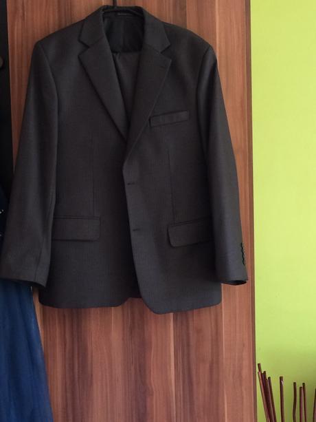 Tmavý  oblek , 40
