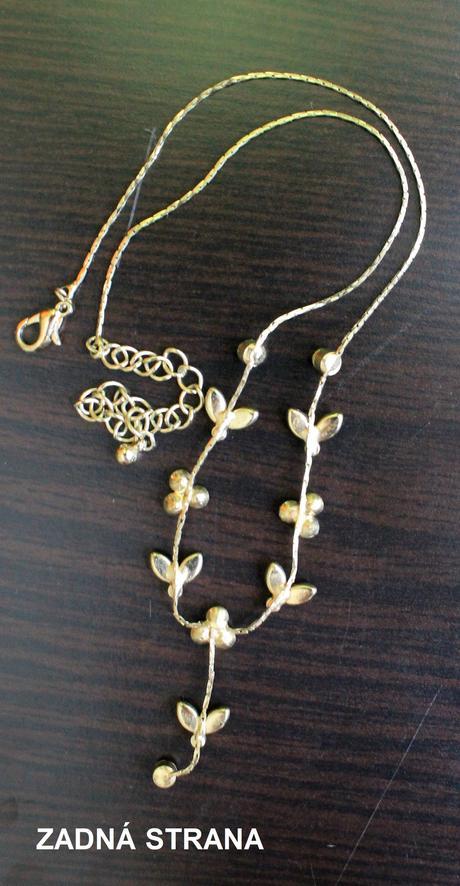 Jemný náhrdelník s kamienkami,