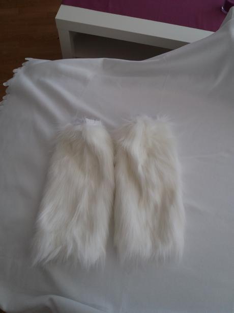 Kožešinové návleky na nohy pro zimní svatbu,
