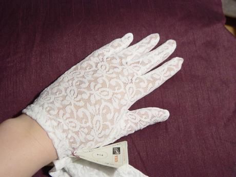 2 rukavičky pre družičku, al. na 1. sv. prijím.,