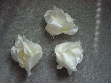 2 smotanové ruže,