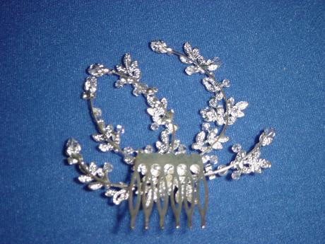 Väčší hrebienok s perličkami a kryšrálikmi,