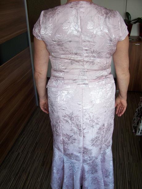 Šaty pre svadobnú mamu, 46