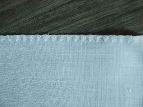 Ručne vyšívaný biely obrus 86 x 84 cm,
