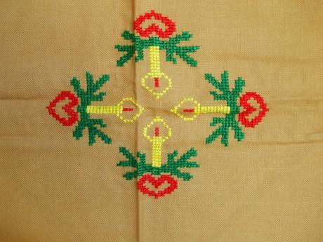 Vianočný ručne vyšívaný obrus 90 x 73 cm,