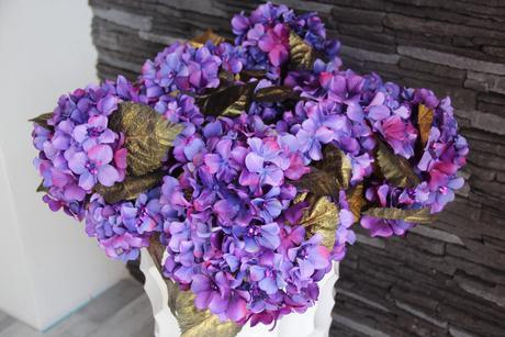 Kytice květiny na stůl fialovo zlaté,