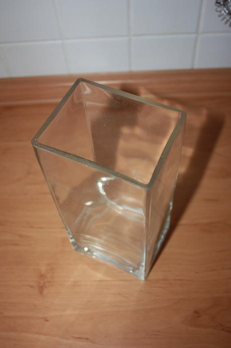 vázá hranatá sklená,