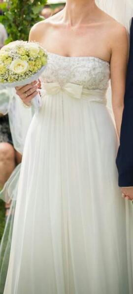 Splývavé šaty se zdobeným korzetem, 39