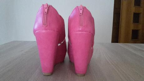 Nenosené ružové sandále, 37