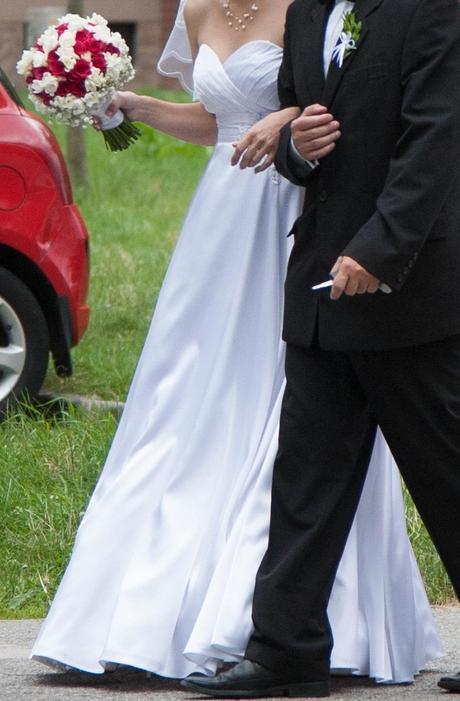 Bílé svatební šaty, 38