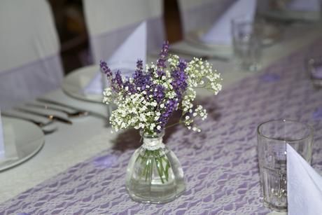Vázičky - dekorace ke svatebnímu stolu,