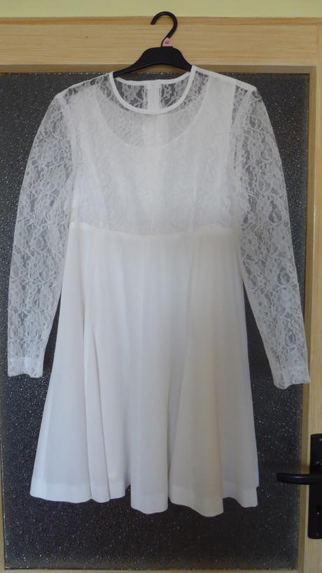 Popůlnoční nebo jednoduché svatební šaty, 38
