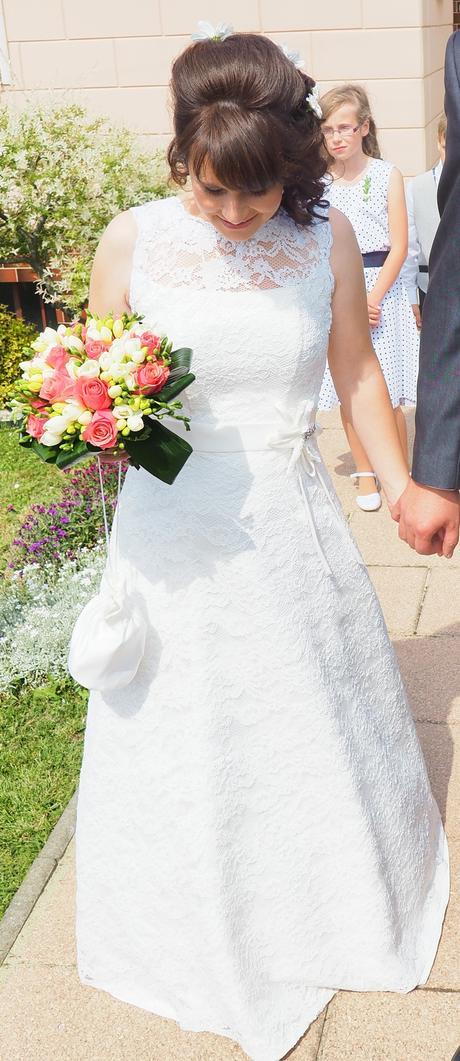 Krajkové šaty pro menší nevěstu, i těhotnou, 36