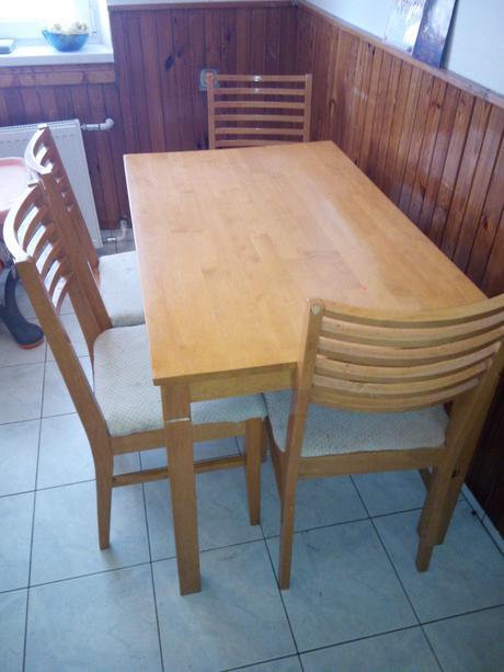 kuchynsky stôl,