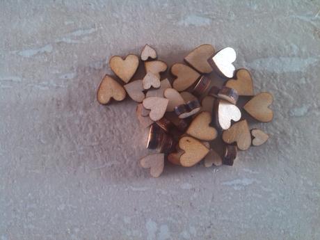 Dřevěná srdíčka mix velikostí,
