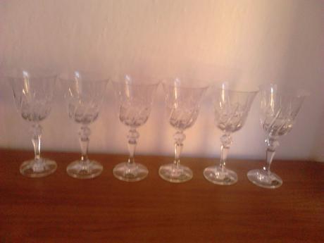 Krištálové vínové poháre,