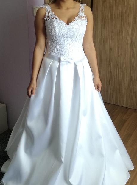 Svatební šaty s krajkou, 38