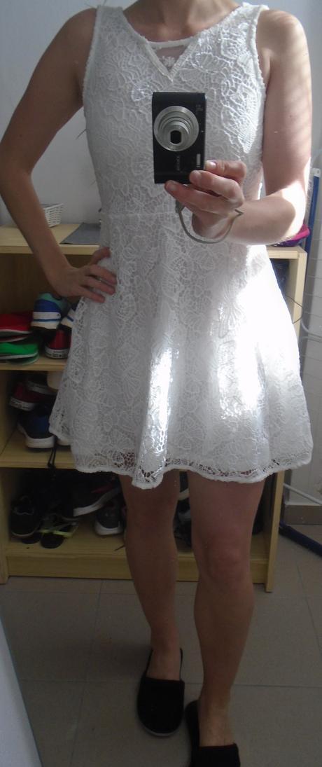 Krajkové šaty,