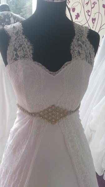 7cc4771fa111 Snehobiele sbadobné šaty 36-38 aj pre tehotné