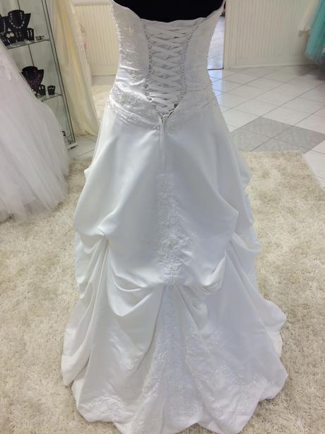 Svadobné šaty z ľahučkého saténu, 36