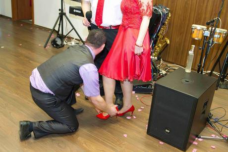 Červené šaty krajkové - na redový 42-44, 42