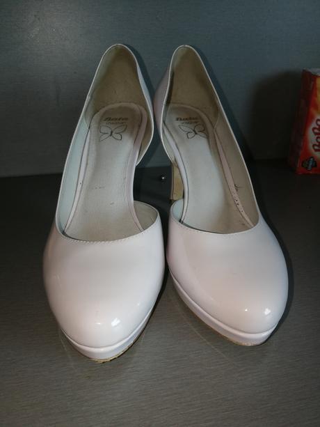 Raz obuté svadobné topánky , 39